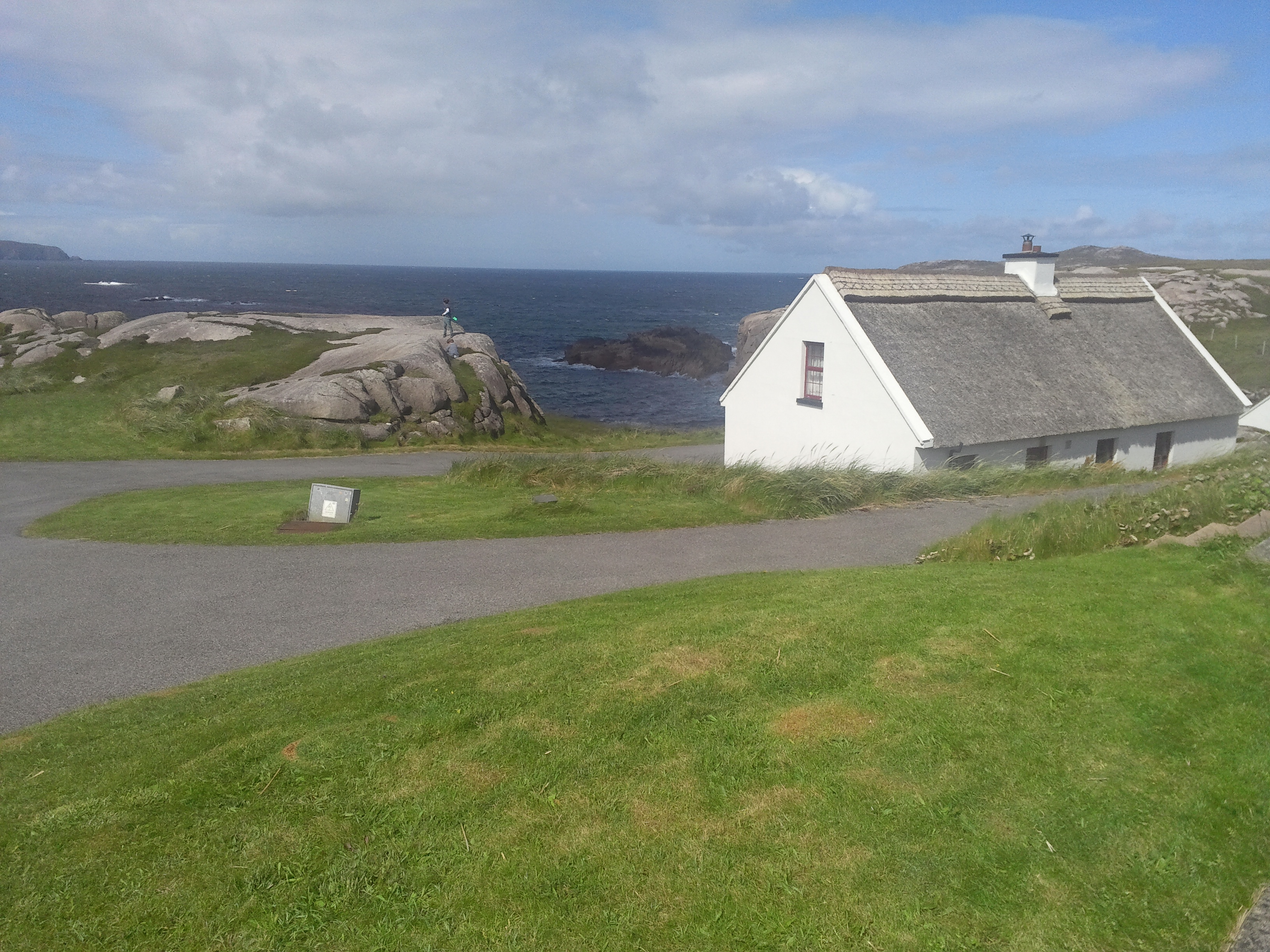 donegal thatched cottages cruit island kincasslagh